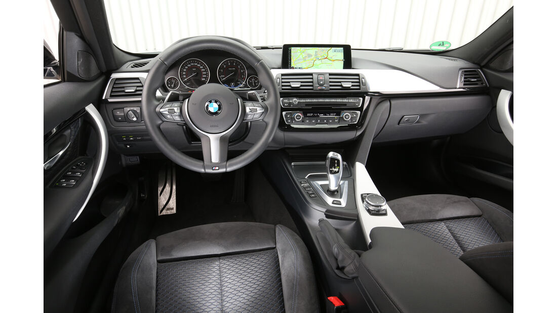 BMW 330e, Cockpit