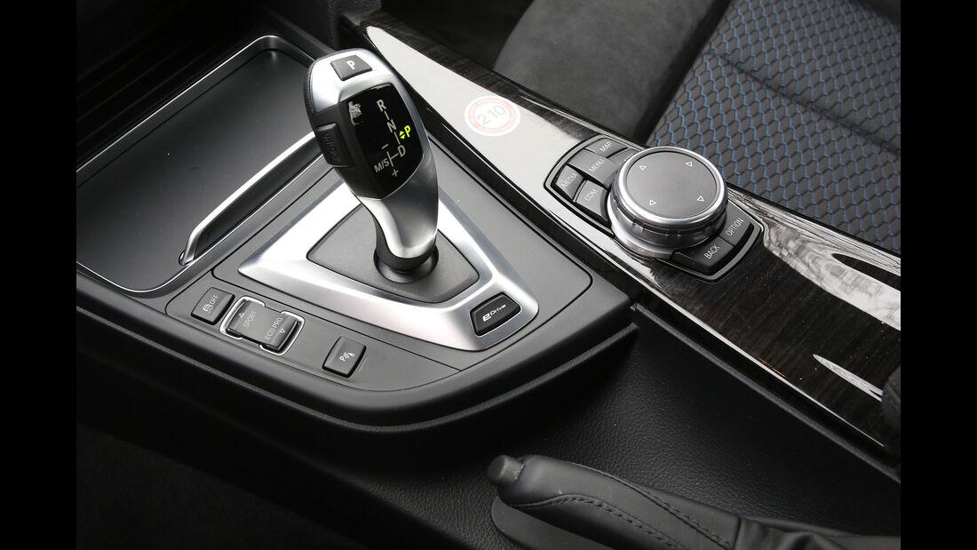 BMW 330e Details
