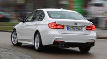 BMW 330e, Heckansicht