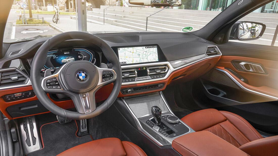BMW 330e, Interieur