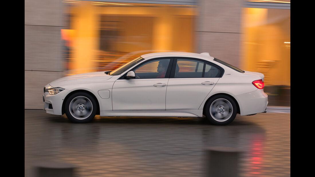 BMW 330e, Seitenansicht