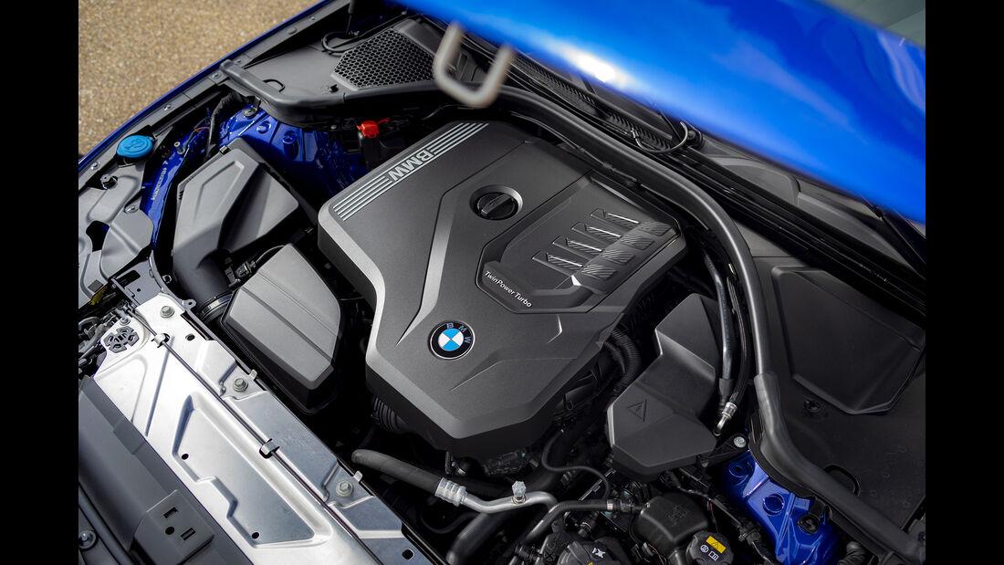 BMW 330i, Motorraum