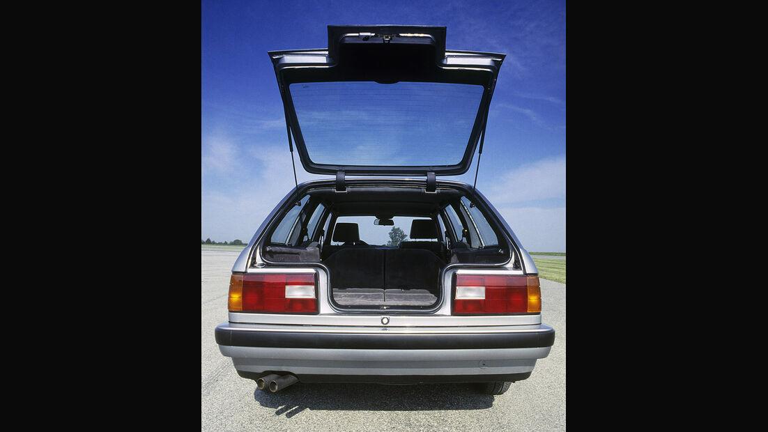 BMW 3er Touring - E30 - Heckansicht, geöffnete Heckklappe
