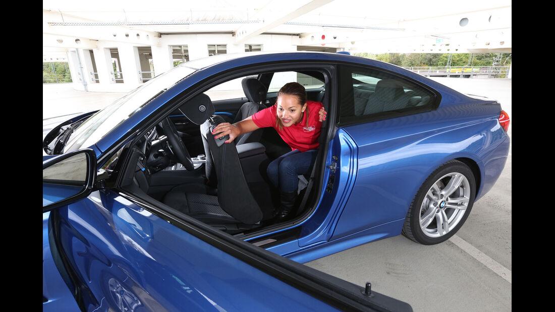 BMW 428i, Rücksitz, Aussteigen