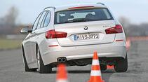 BMW 520d Touring, Heckansicht, Slalom