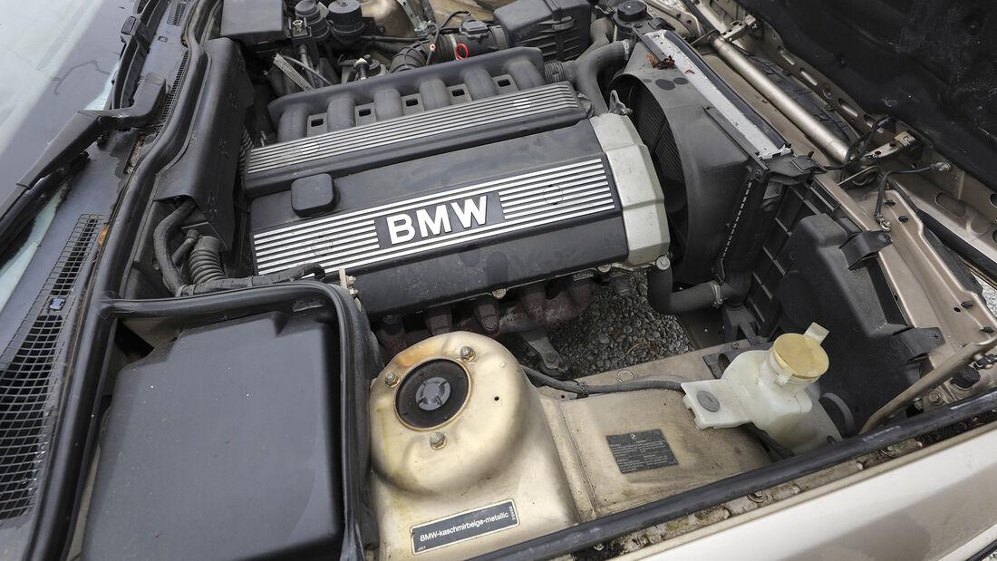 BMW 520i 24V, Motorraum