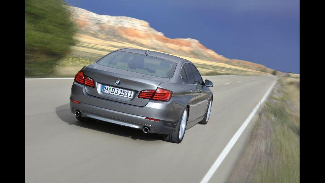 BMW 523i Heckansicht Fahraufnahme