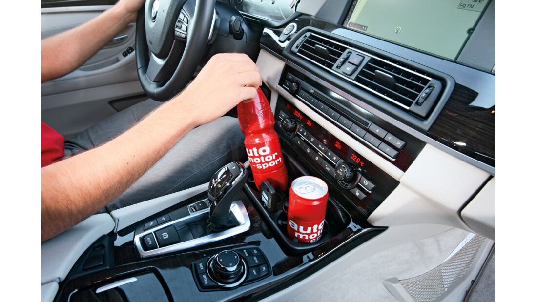 BMW 528i Touring, Flaschenhalter