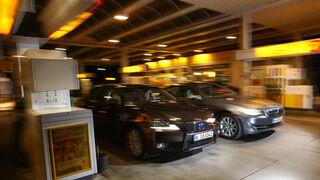 BMW 530, Lexus GS 450h, Frontansicht, Tankstelle