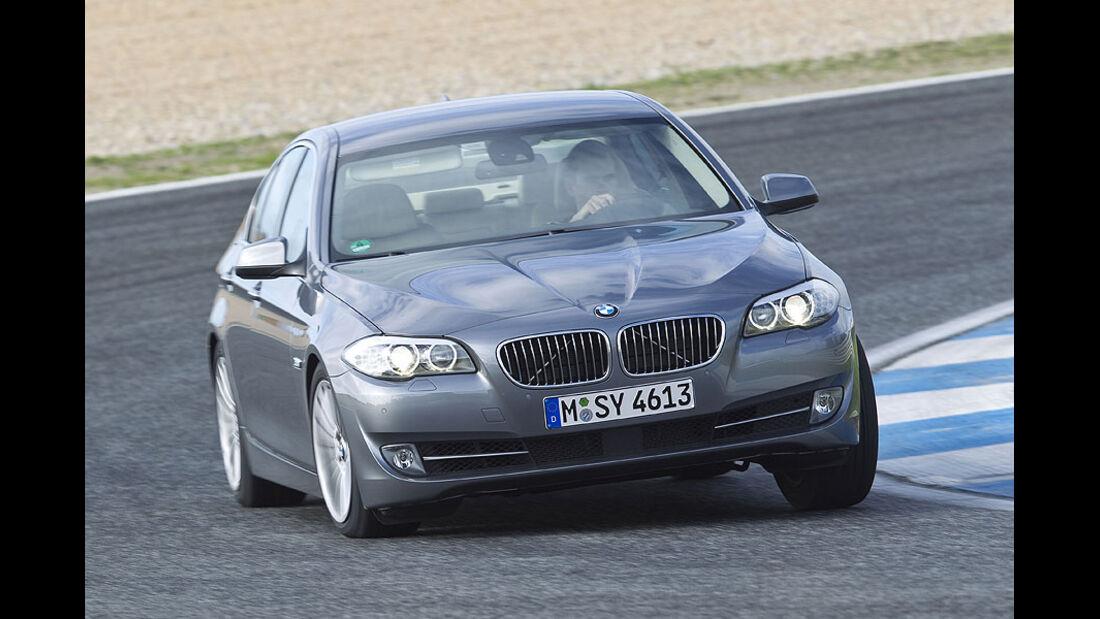 BMW 535i in der Kurve