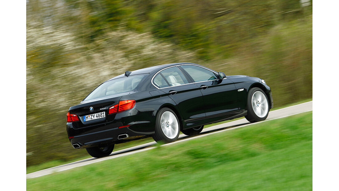 BMW 550i, Seitenansicht hinten, Stra§e