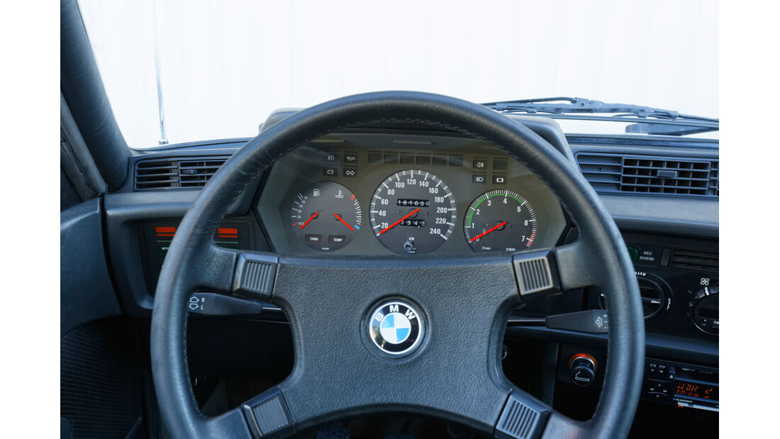 BMW 628 CSi (E24), Rundinstrumente, Lenkrad