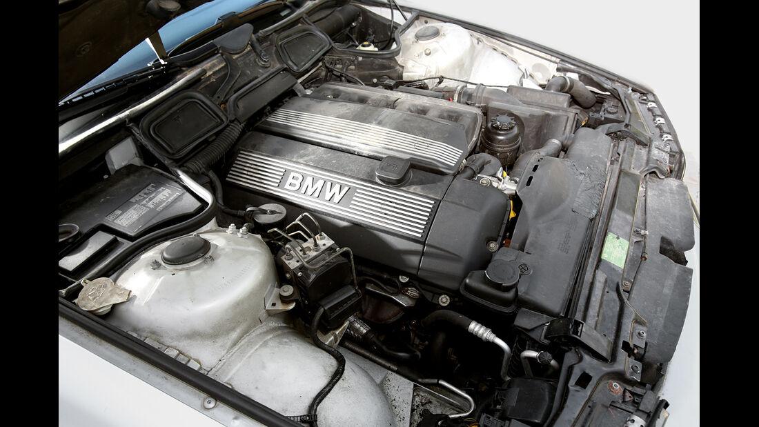 BMW 728i Typ E38, Motor