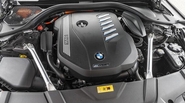 BMW 745e, Motor