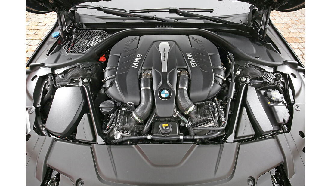 BMW 750i xDrive, Motor