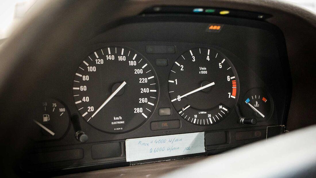 BMW 750iL V16 E32 Goldfisch (1987)
