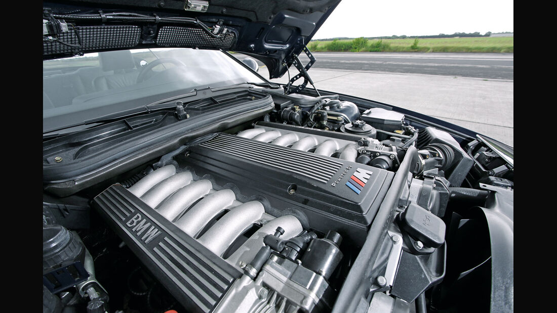 BMW 850 CSi, Motor
