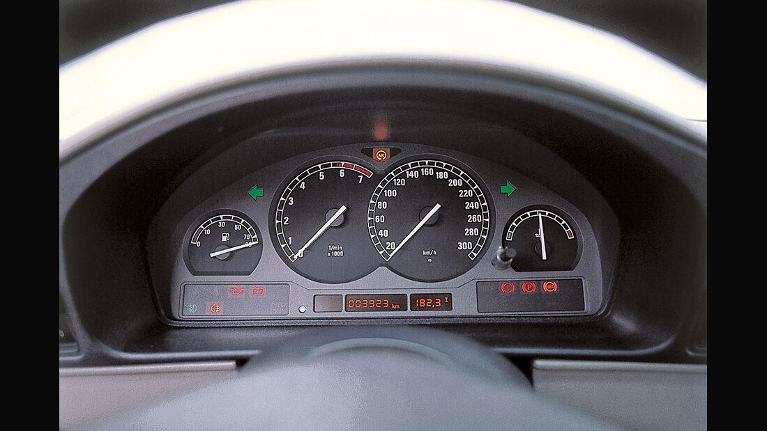 BMW 850i, Rundinstrumente