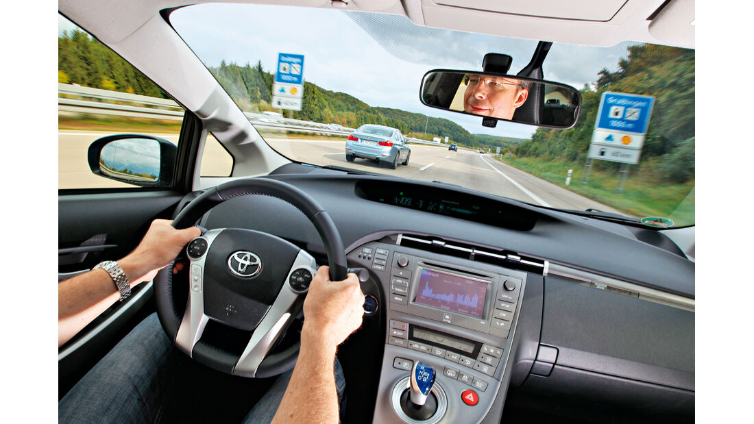 BMW Active Hybrid 3, Toyota Prius Plug-in Hybrid, Cockpit