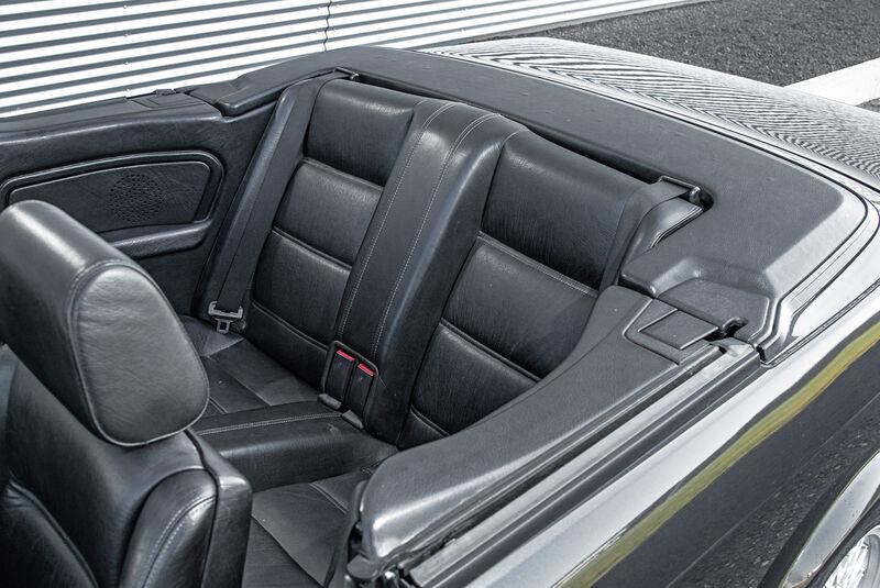 BMW Dreier E30 Cabrio, Fondsitze