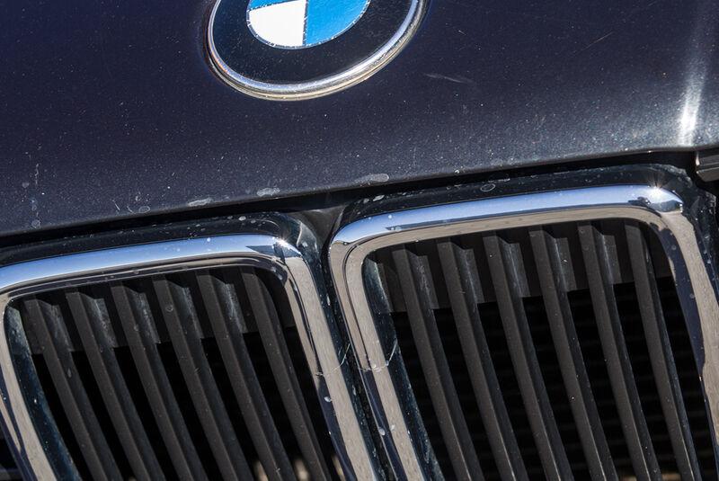 BMW Dreier E30 Cabrio, Niere, Emblem