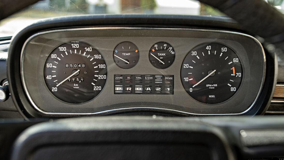 BMW E3 3.0 S, Anzeigen