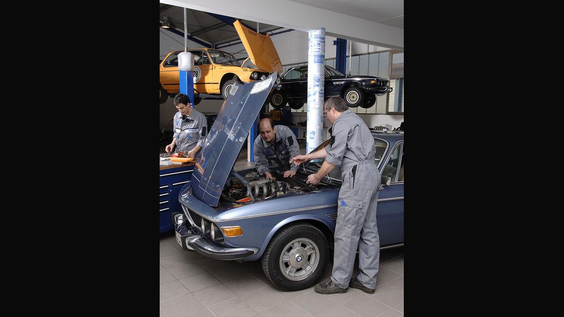 BMW E3 in der Werkstatt