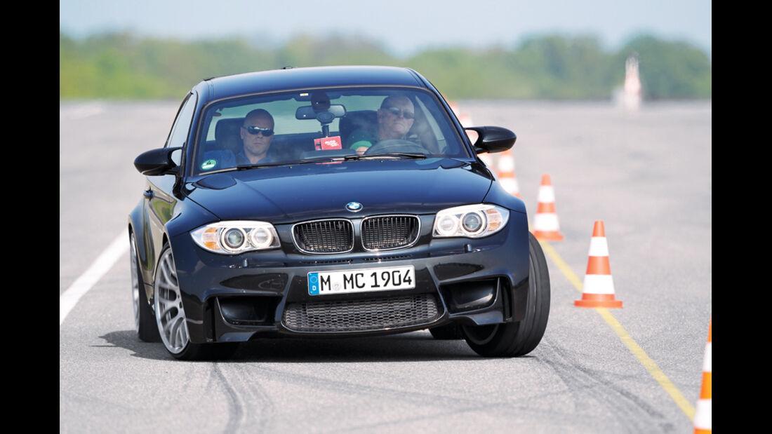 BMW Einser M Coupe, Frontansicht, Teststrecke, Kurve, Hütchen