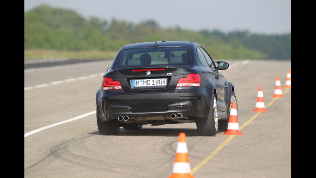 BMW Einser M Coupe, Rückansicht, Teststrecke, Kurve, Hütchen