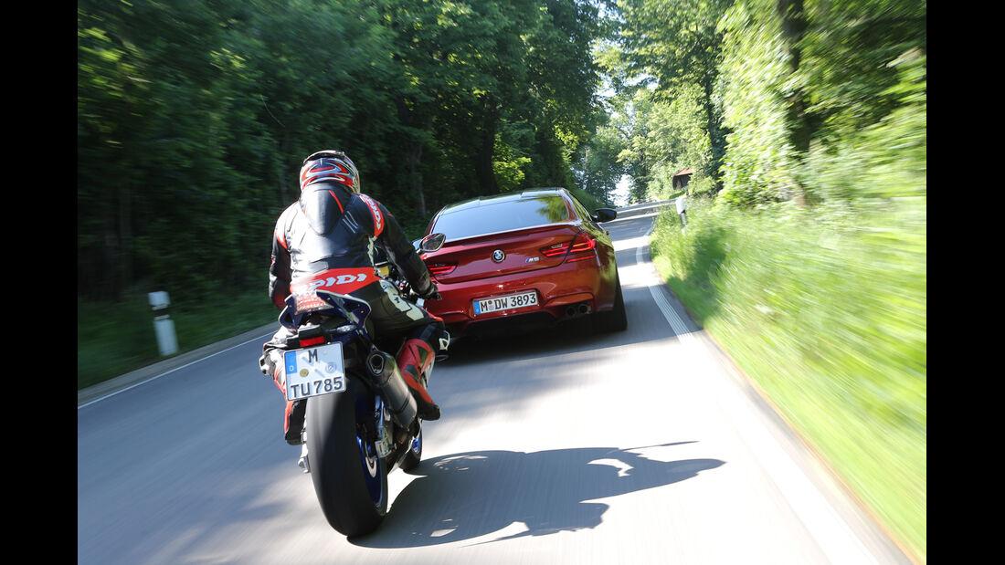 BMW HP4, BMW M6, Heckansicht