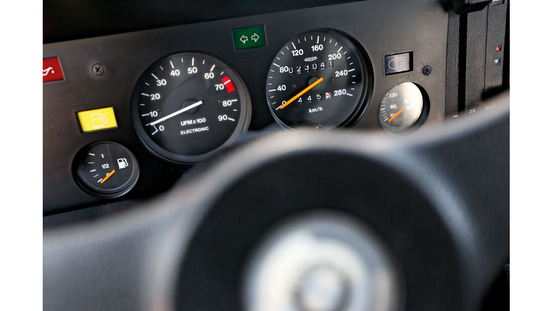 BMW M1, Rundinstrumente