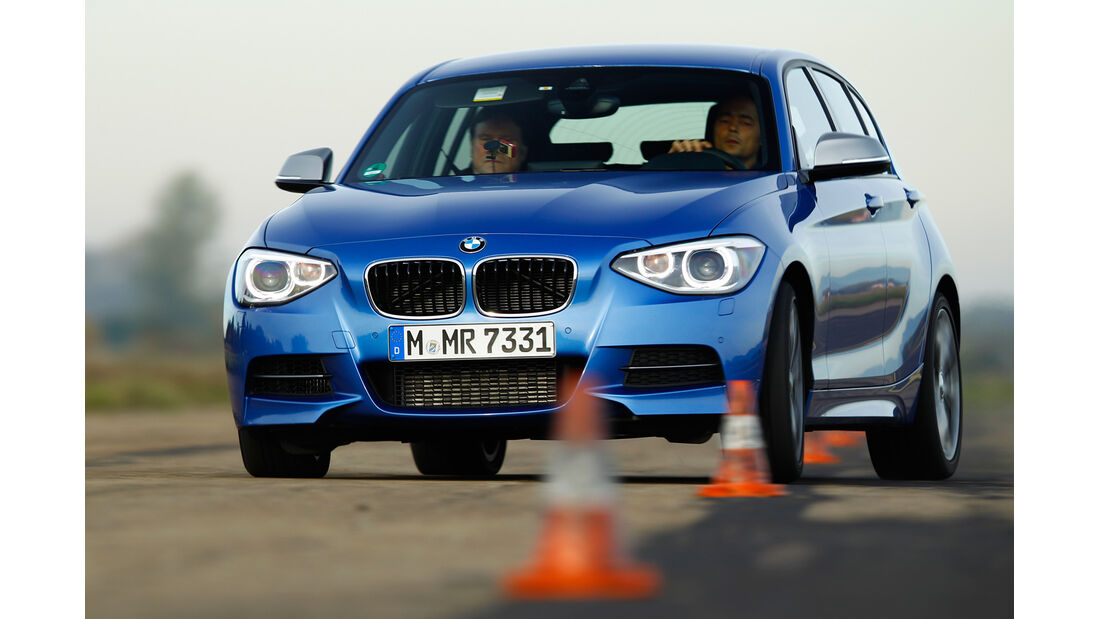 BMW M135i, Frontansicht, Slalom