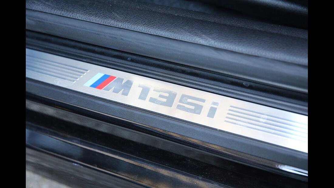 BMW M135i xDrive, Fußleiste