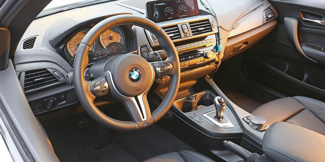 BMW M2 Coupé, Cockpit