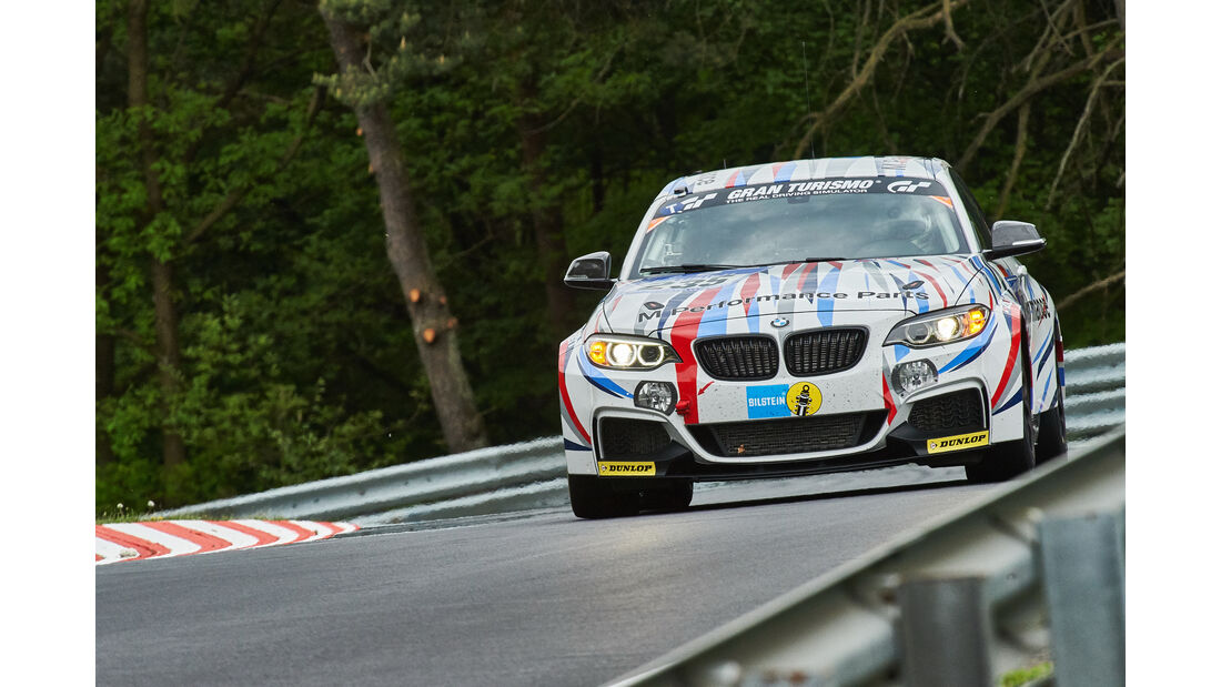 BMW M235i Racing - Walkenhorst Motorsport powered by Dunlop - Startnummer: #235 - Bewerber/Fahrer: Bernd Ostmann, Peter Wyss, Victor Bouveng, Harald Grohs - Klasse: SP8 T