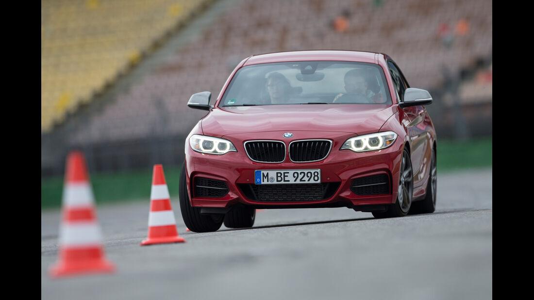 BMW M235i, Slalom, Frontansicht