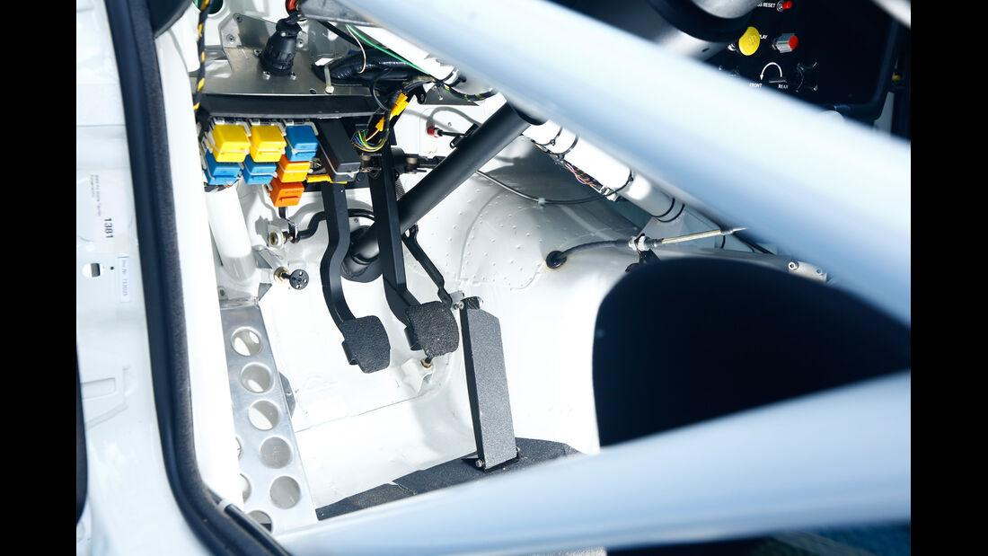 BMW M3 E30 DTM, Pedalerie