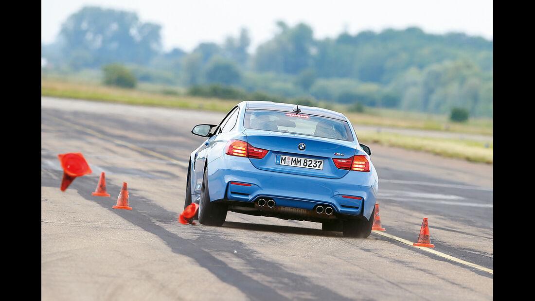 BMW M4 Coupé, Slalom, Heckansicht