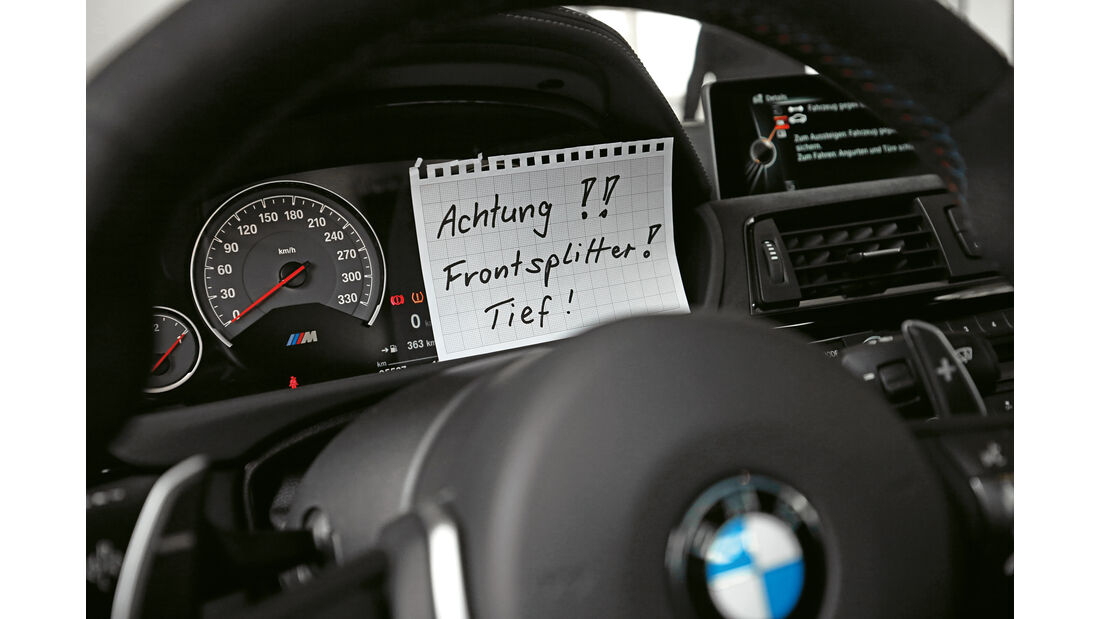 BMW M4 GTS, Merkzettel, Lenkrad
