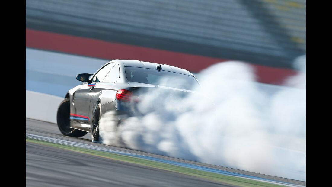 BMW M4 Performance, Heckansicht, Burnout