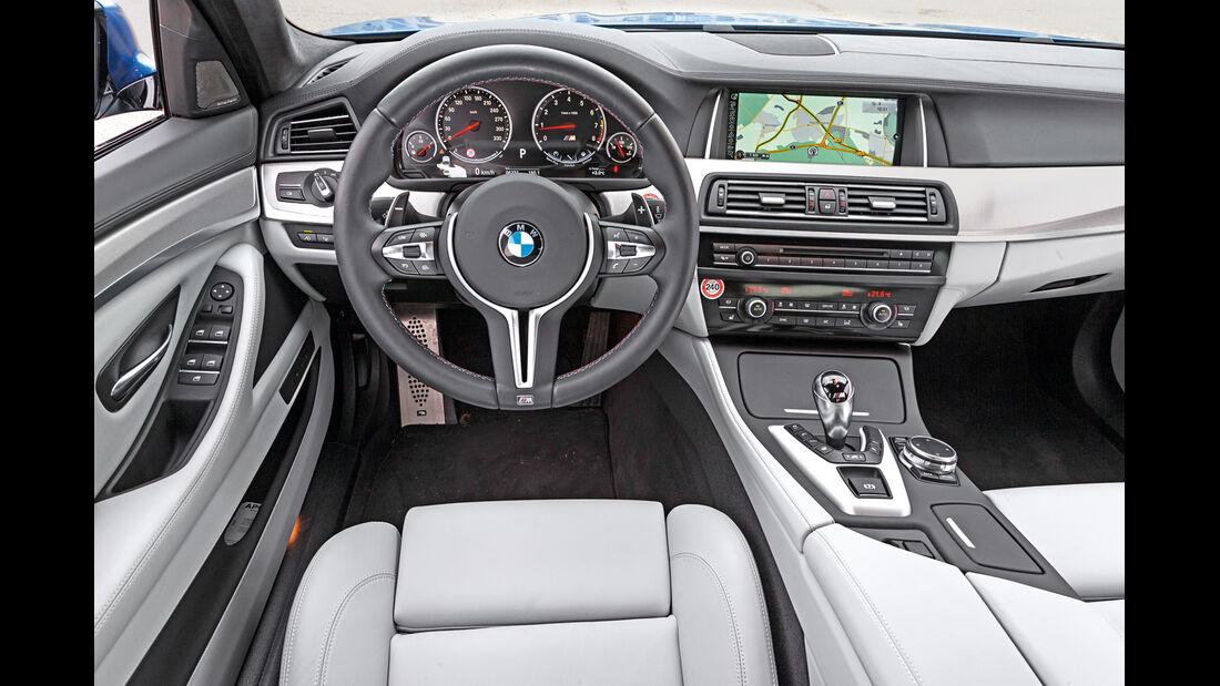 BMW M5, Cockpit