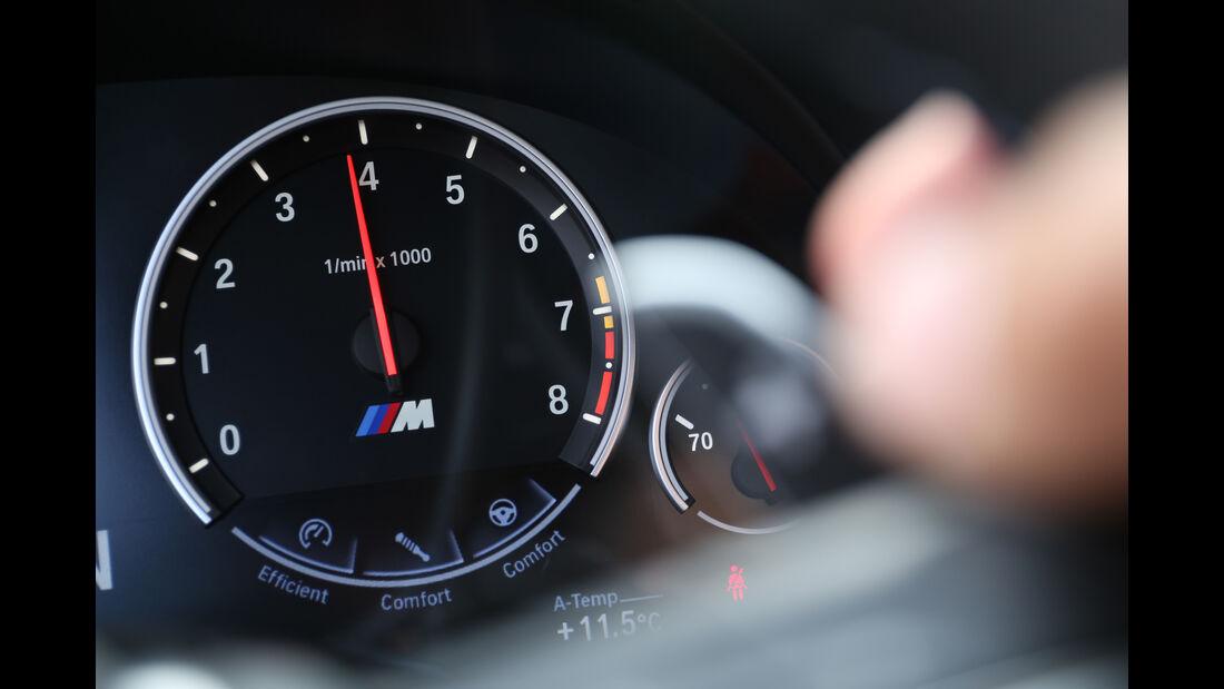 BMW M5 Competition, Anzeigeinstrument
