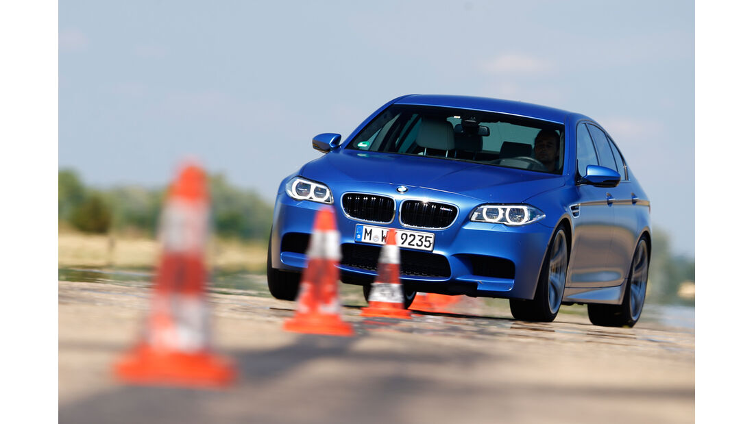 BMW M5 Competition, Frontansicht, Slalom