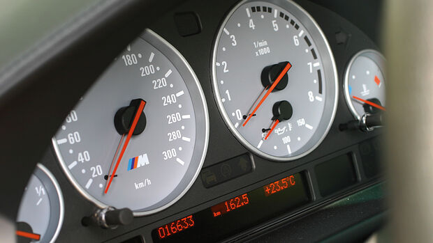BMW M5 E39, Rundinstrumente