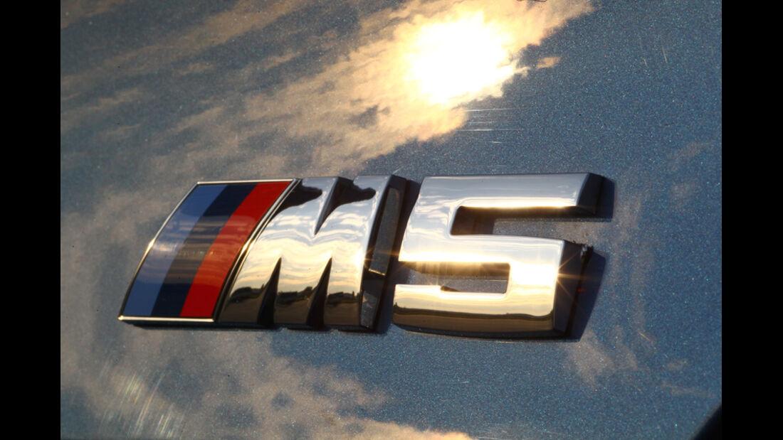BMW M5, Emblem