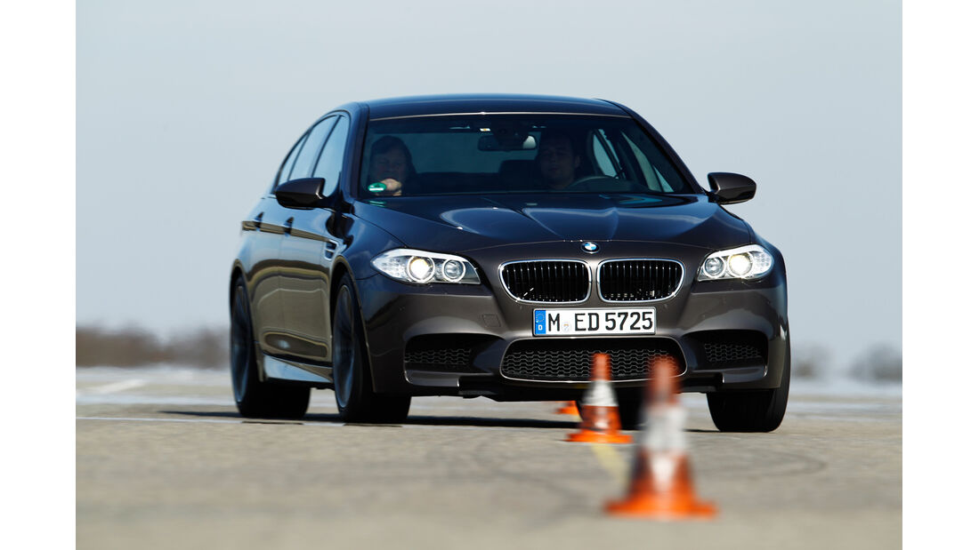 BMW M5, Frontansicht, Slalom