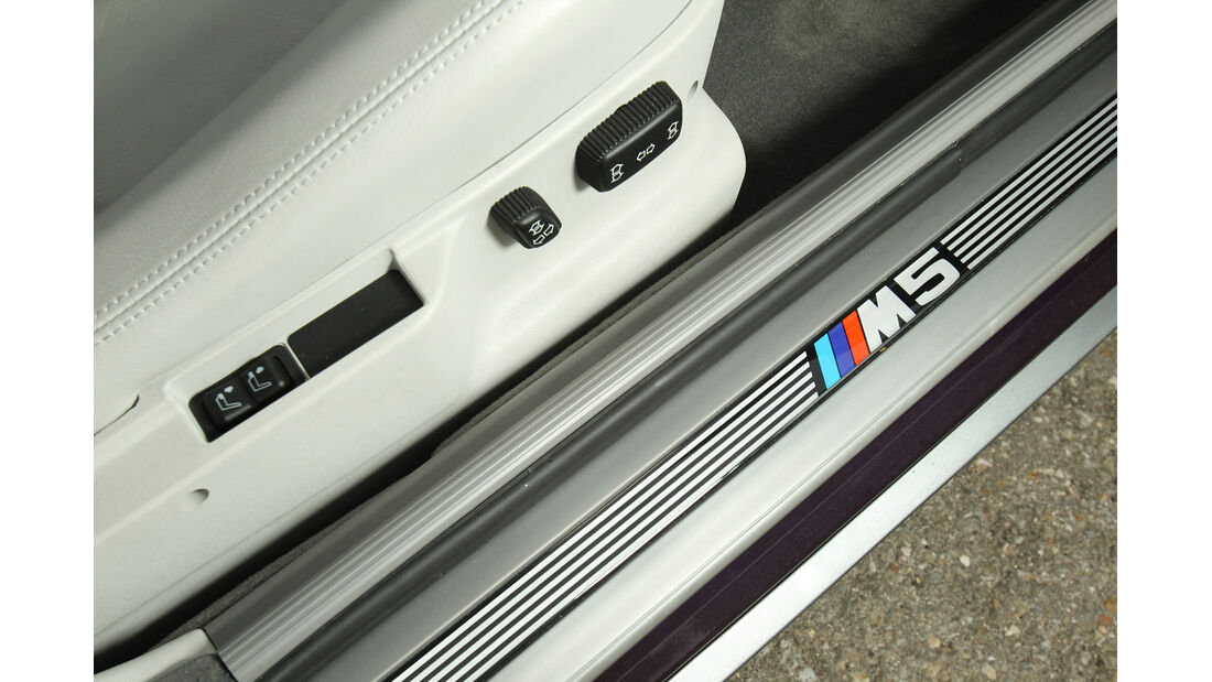 BMW M5, Fußleiste