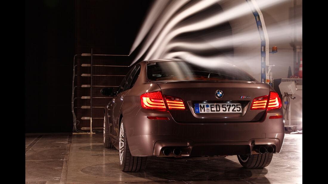 BMW M5, Heckansicht, Windkanal