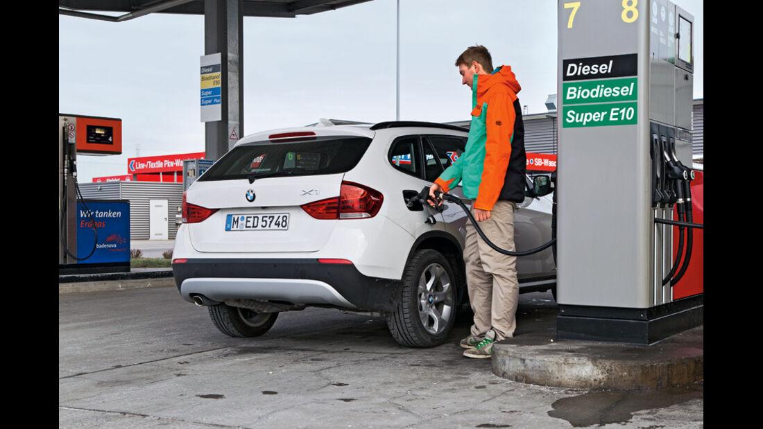 BMW X1 s-Drive 20d, Tankstelle