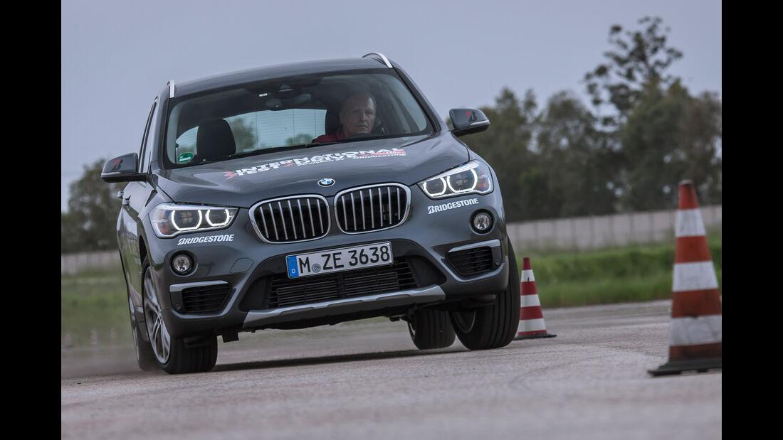 BMW X1 xDrive 20i xLine, Frontansicht, Slalom